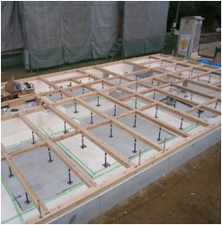 工法写真:桧土台敷き